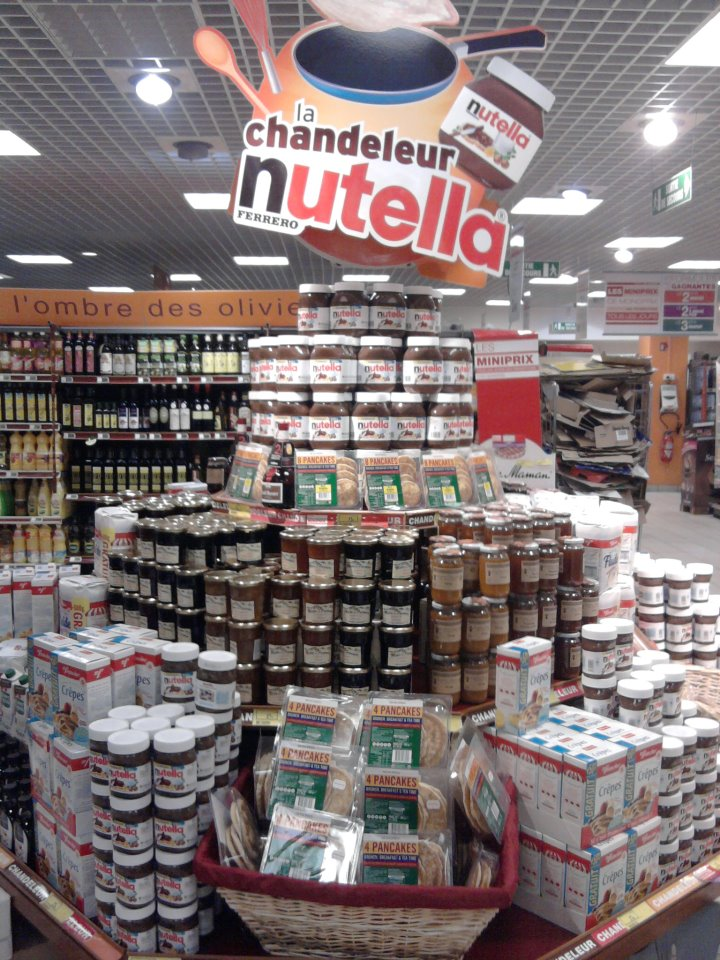 design from paris  stand nutella chandeleur monoprix