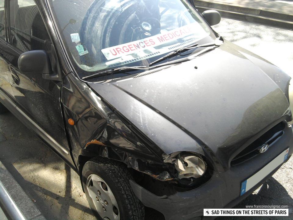 Sad things on the Streets of Paris, Voiture Urgences médicales accidentée