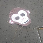 Sad things on the Streets of Paris, Masque de singe pour enfant perdu