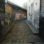 Paris Street art - Impasse pavée taguée - Paris 19eme