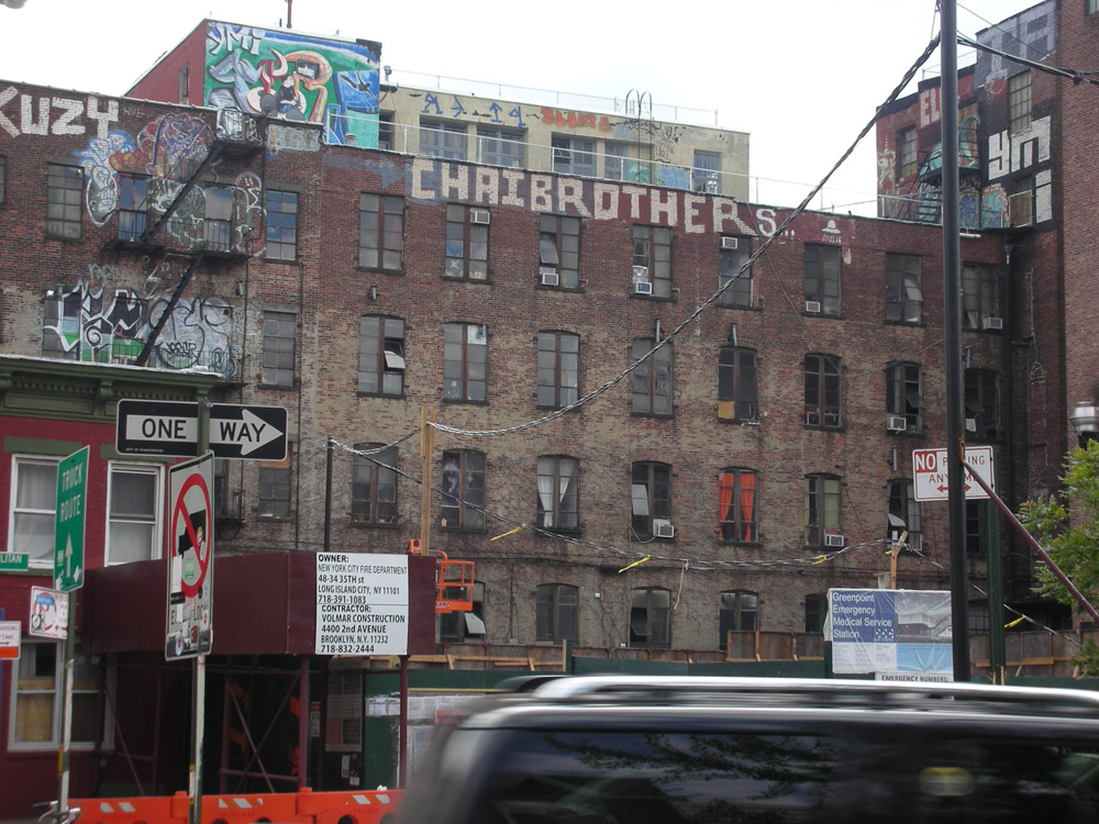 New-York Architecture, Brooklyn and Manhattan, Old vintage building, Chaibrothers tag street art