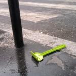Sad things on the Streets of Paris, Rateau vert plastique perdu