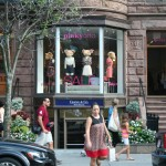 Pinkyotto store front, with bear in the showcase, Boston