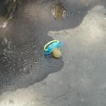 Sad things on the Streets of Paris, Tétine tototte enfant perdue